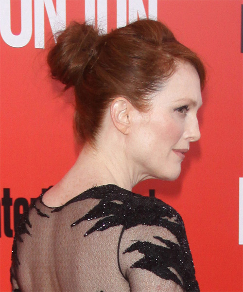Julianne Moore  Long Straight Casual   Updo Hairstyle   - Side View