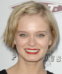 Sara Paxton Short Straight Casual    Hairstyle