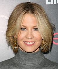 Jenna Elfman Medium Straight Casual Layered Bob  Hairstyle   -  Blonde Hair Color