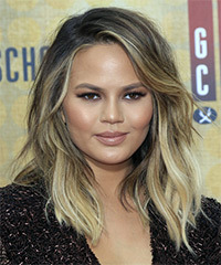 Christine Teigen Medium Wavy Casual Layered Bob  Hairstyle with Side Swept Bangs  -  Blonde Hair Color