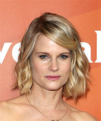 Joelle Carter Medium Wavy Casual  Bob  Hairstyle   - Light Blonde Hair Color