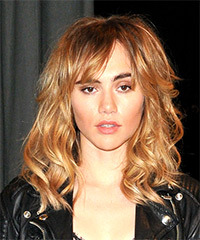 Suki Waterhouse Long Wavy Casual    Hairstyle with Layered Bangs  - Light Brunette Hair Color