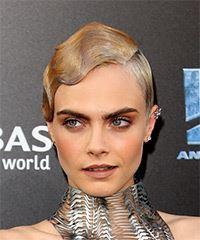 Cara Delevingne     Light Blonde Pixie  Cut