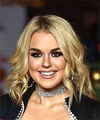 Tallia Storm Medium Wavy Casual  Bob  Hairstyle   -  Blonde Hair Color