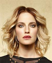 Medium Wavy Casual  Bob  Hairstyle   -  Blonde Hair Color