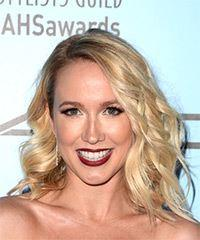 Anna Camp Medium Wavy Casual  Bob  Hairstyle   - Light Blonde Hair Color