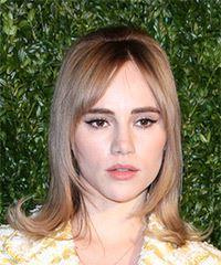Suki Waterhouse Medium Straight Casual    Hairstyle with Layered Bangs  - Dark Blonde Hair Color