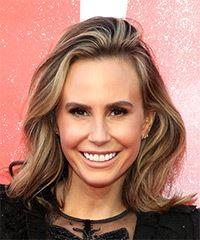 Keltie Knight Medium Wavy Casual  Bob  Hairstyle   -  Brunette Hair Color