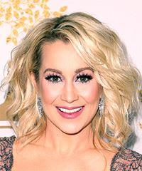 Kellie Pickler Medium Wavy Casual  Bob  Hairstyle with Side Swept Bangs  - Light Blonde Hair Color